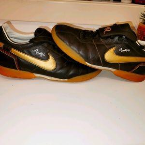 Vintage s7 Nike Ronaldinho brown/gold sneakers